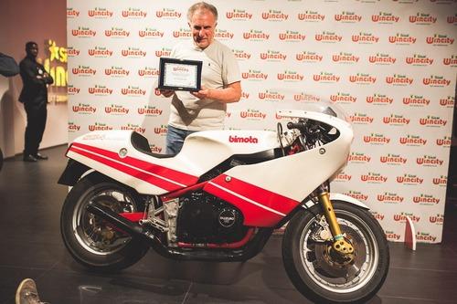 Eleganza su due ruote: vince la Ducati 450 Scrambler (7)