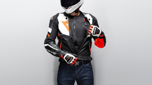 Dainese Smart Jacket, il gilet airbag D-air: com'è fatto, e come funziona?