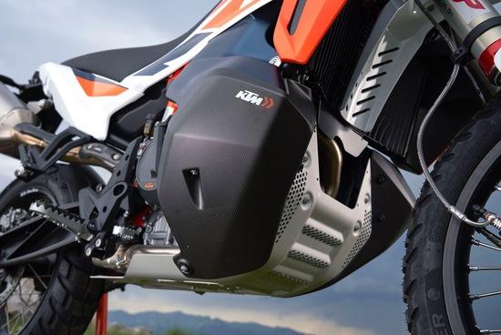 Le protezioni in fibra di carbonio per la KTM 790 Adventure R