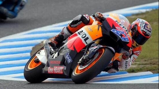 Nuovo regolamento (motore V4 da 800 cc) e nuovo pilota: Stone sbaraglia il campo con 10 vittorie