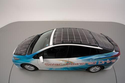 Toyota Prius PHEV, con i pannelli solari Sharp guadagna 44 km di autonomia (7)