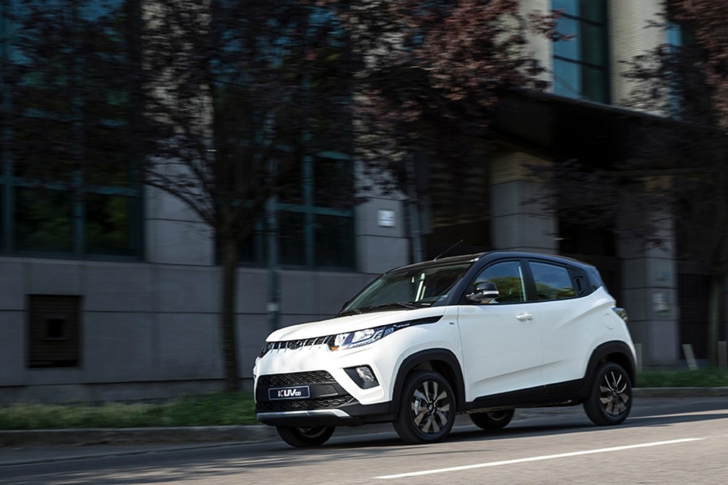 Nuovo KUV100 NXT: il restyling del city SUV Mahindra da 10.000 € [video foto gallery]