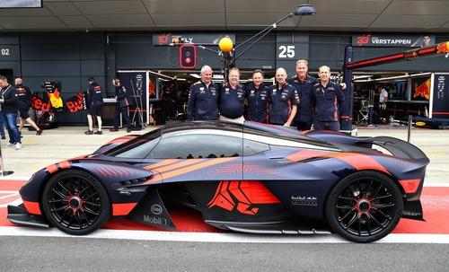 Aston Martin Valkyrie: eccola in livrea Red Bull (4)