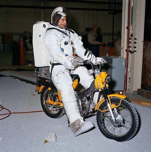 Le moto del programma Apollo per lo sbarco sulla Luna  (3)