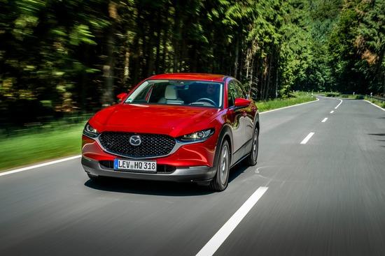 Un'immagine dinamica della nuova Mazda CX-30