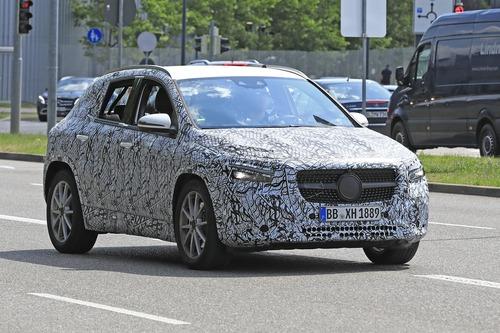 Nuova Mercedes GLA, le foto spia (3)