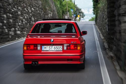 Buon compleanno SZ: trenta anni dalla nascita della rara Alfa Romeo coupé (6)