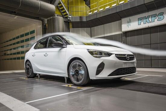 Nella galleria del vento per studiare l'aerodinamica della nuova Opel Corsa