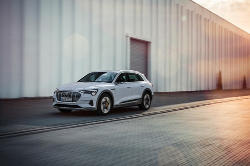 Audi e-tron, in arrivo la 50 quattro da 313 CV (5)