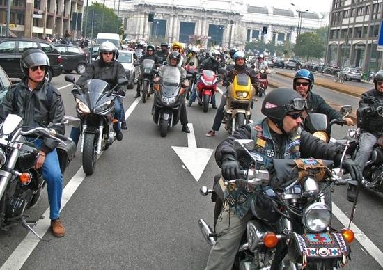 I motociclisti scendono in piazza contro la proposta di revisione annuale