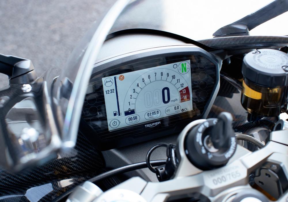 Triumph Daytona Moto2 765 (2019 - 20) (2)