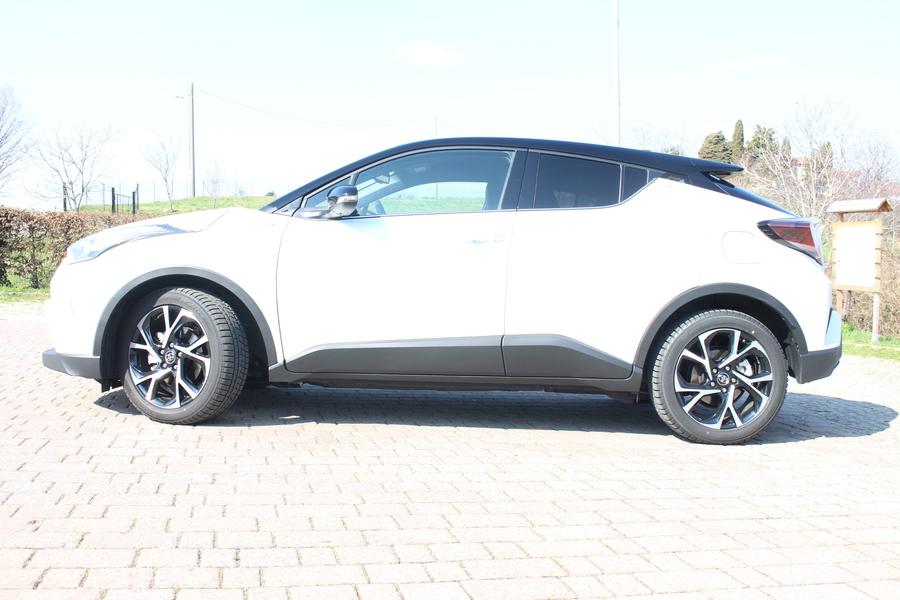Toyota C-HR (2016->>) (2)