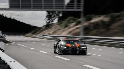 """Bugatti Chiron, gomme """"spaziali"""" per il record di velocità  (3)"""