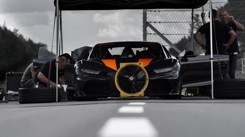 """Bugatti Chiron, gomme """"spaziali"""" per il record di velocità  (6)"""