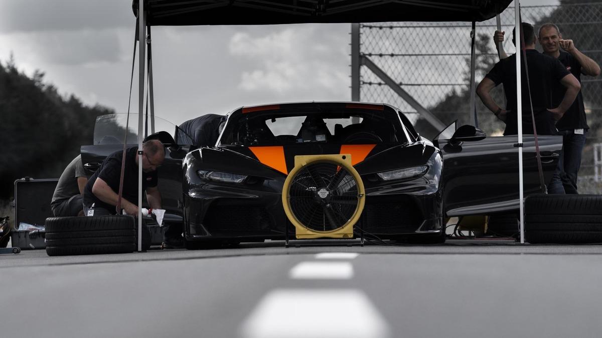 """Bugatti Chiron, gomme """"spaziali"""" per il record di velocità"""