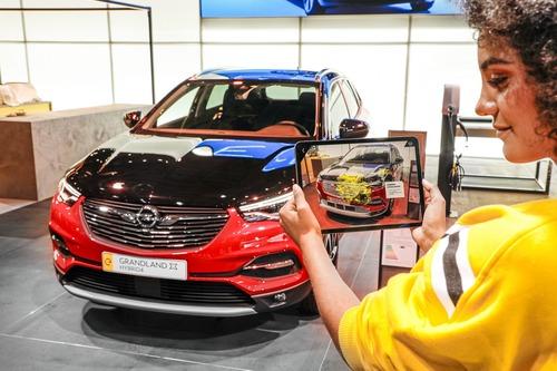Opel Corsa-e e Grandland Hybrid: scopritele con la realtà aumentata a Francoforte 2019 (4)
