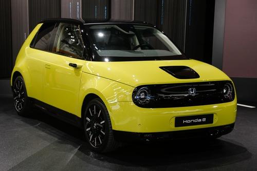 Honda e, svelati i prezzi al Salone di Francoforte 2019: da 35.500 euro (2)
