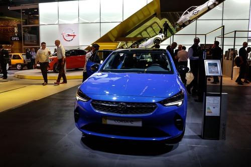 Opel Corsa-e e Grandland Hybrid: scopritele con la realtà aumentata a Francoforte 2019 (9)