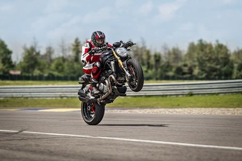 """Ducati Monster 1200S: """"Black on Black"""" (e rossa) per il 2020 (2)"""