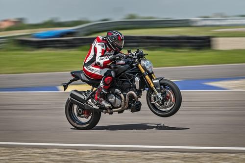 """Ducati Monster 1200S: """"Black on Black"""" (e rossa) per il 2020 (7)"""
