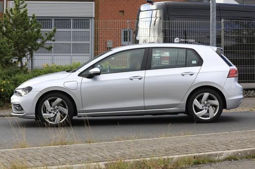 Volkswagen Golf GTE, le foto spia (7)