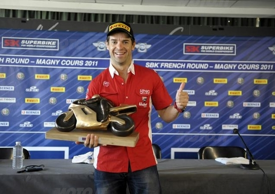 Carlos Checa resta con il team Ducati Althea!