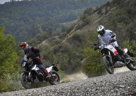 KTM 790 Adventure VS Yamaha Ténéré 700: SFIDA TOTALE!