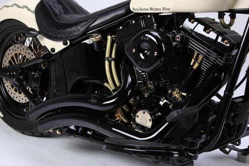Harley Davidson White Unique: la moto donata al Papa all'asta per beneficenza (3)