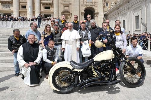 Harley Davidson White Unique: la moto donata al Papa all'asta per beneficenza (9)