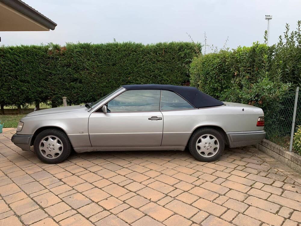 200 e cabrio d'epoca del 1994 a Imola