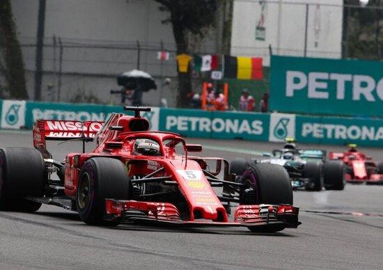 Formula 1, Hamilton trionfa in Messico. Rimandata la festa Mondiale