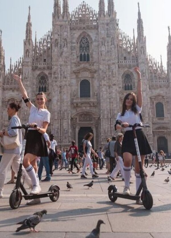 Monopattini elettrici, Milano detta le regole per lo sharing