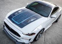 Ford svela la nuova Mustang Lithium: muscle-car elettrica con 800 V, 900 CV e il cambio! (manuale)