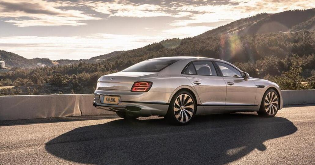 Nuova Bentley Flying Spur 2020: il top del british su 4 ruote (motrici e sterzanti) è qui