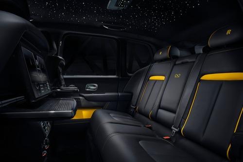 Rolls-Royce Cullinan Black Badge, look total black per il SUV di lusso (7)