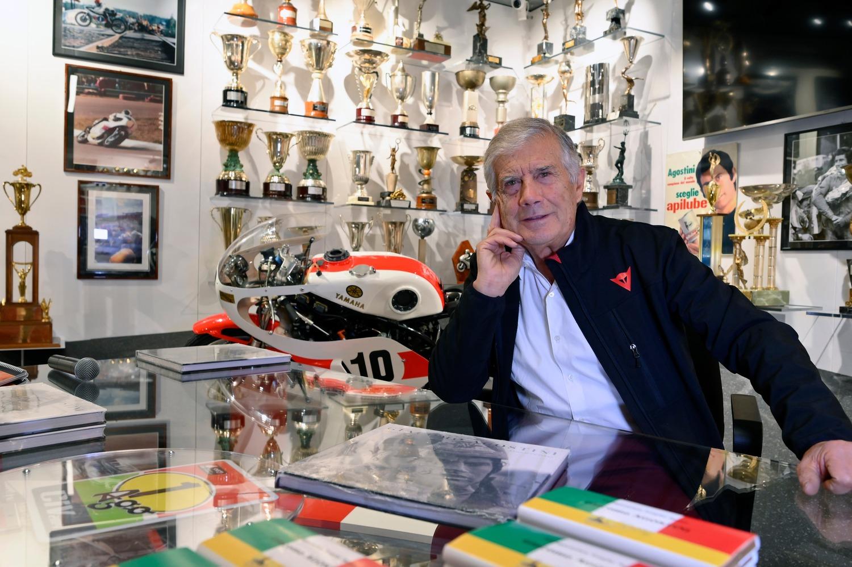 Giacomo Agostini e la nuova sala dei suoi trofei a Bergamo
