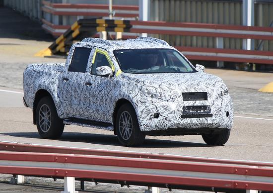 Mercedes pick-up, eccolo in anteprima. Si chiamerà Classe X?