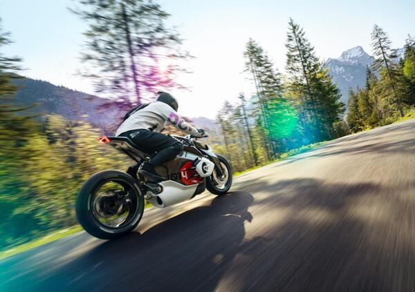 Schramm, BMW: La nostra prima moto elettrica arriverà tra cinque anni
