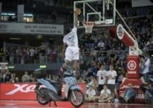 James White vince il Yamaha Xenter Slam Dunk Contest