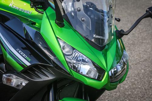 Il cupolino con doppio gruppo ottico della Kawasaki Z1000SX