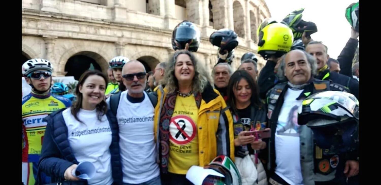 Roma: un corteo di biker e ciclisti insieme sulla strada