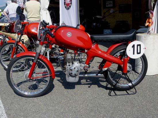 Il Motom 48 a quattro tempi era diffusissimo sulle nostre strade ed è logico che sia stato largamente utilizzato nelle gare in salita. Tra il 1959 e i primissimi anni Sessanta è stato grande protagonista nel Campionato Italiano della Montagna, cogliendo importanti vittorie