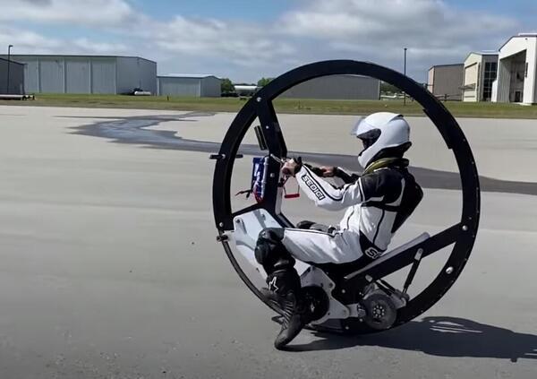 Record. Monoruota elettrico supera i 110 km/h [VIDEO]