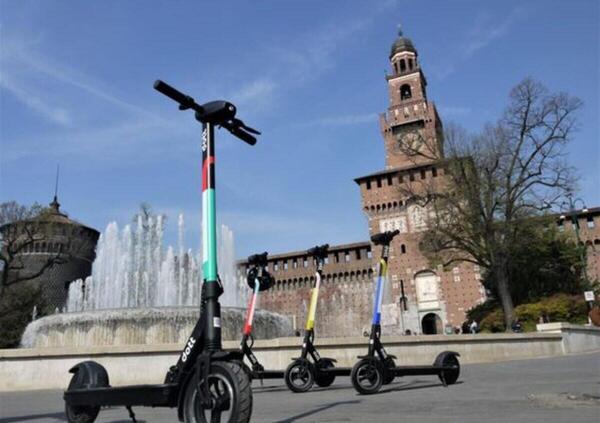 Sharing a Milano. Prezzi e tariffe di scooter e monopattini