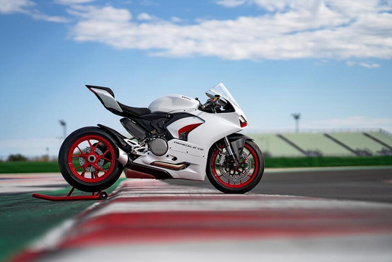 Ducati Panigale V2 White Rosso. 155 cavalli di carattere