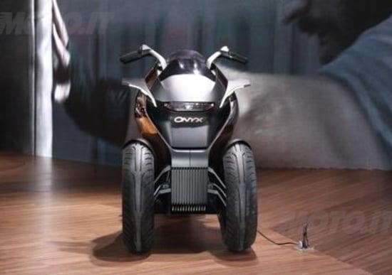 Peugeot supertrike Onyx Concept Scooter al salone di Parigi