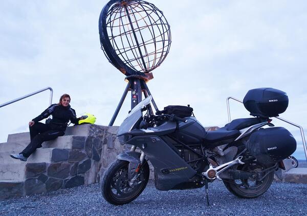 Conquista Capo Nord su una moto elettrica