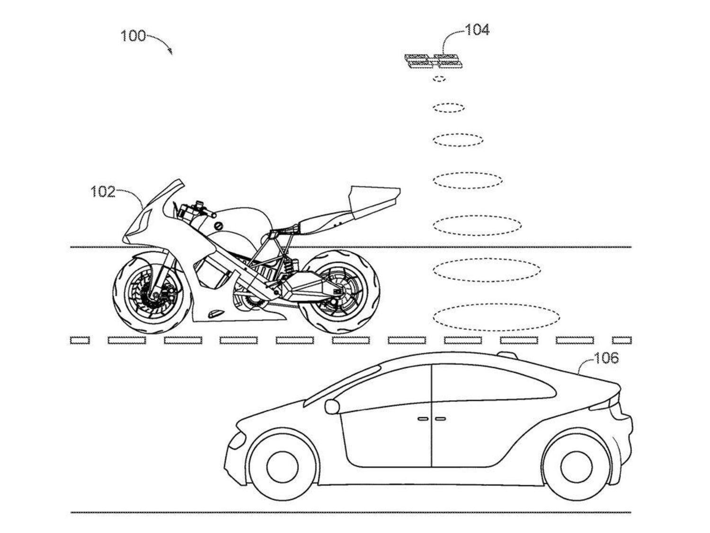 Honda brevetta la moto con il drone integrato