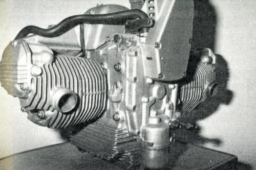 Questo motore aveva tre supporti di banco e un albero ausiliario di equilibratura