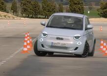 """Fiat 500e supera """"alla grande"""" la prova dell'alce: stabile e precisa, nonostante peso e passo corto"""